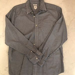 GAP MENS BUTTON DOWN SHIRT.